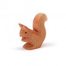 Ostheimer Eichhörnchen sitzend